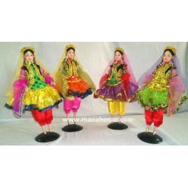 عروسک با لباس سنتی مدل شماره 1