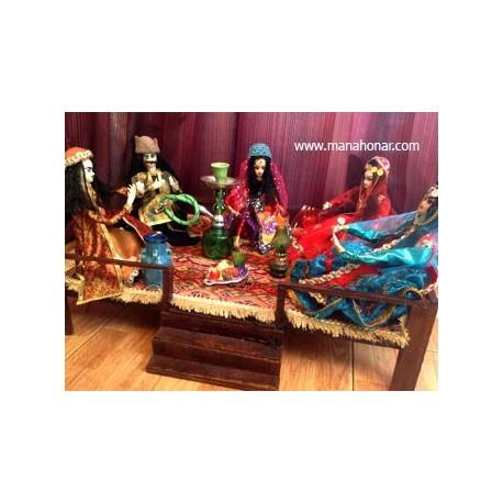 عروسک با لباس محلی